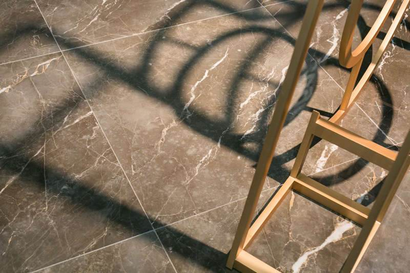 porcelanato marmorizado escuro
