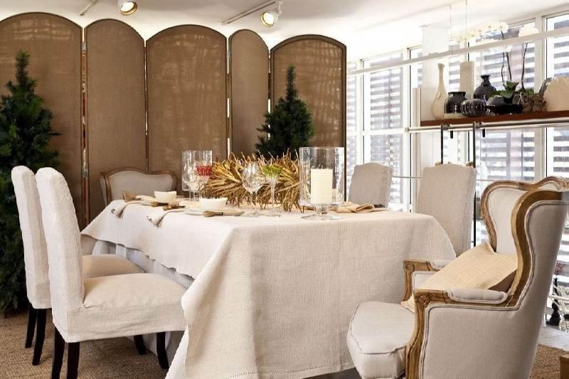 Mesa com branco e dourado